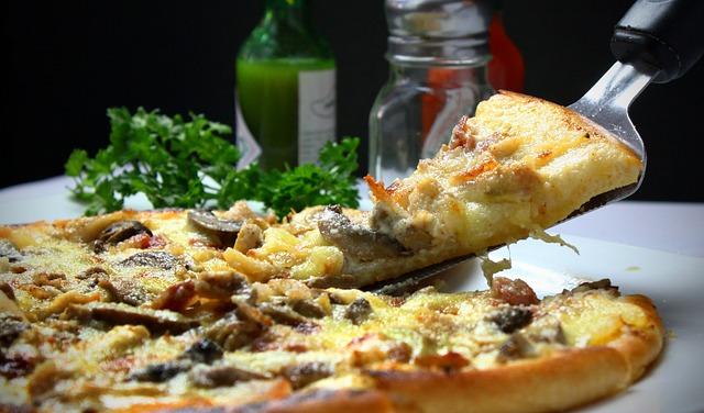 pizza jako idealna przekąska na domówkę