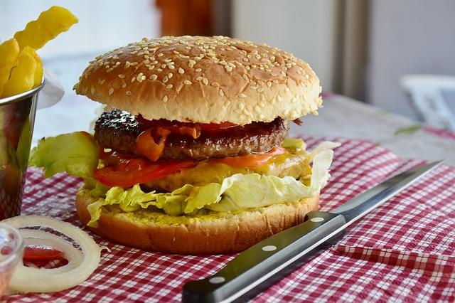 burger z dowozem jako alternatywa dla fast foodowego jedzenia