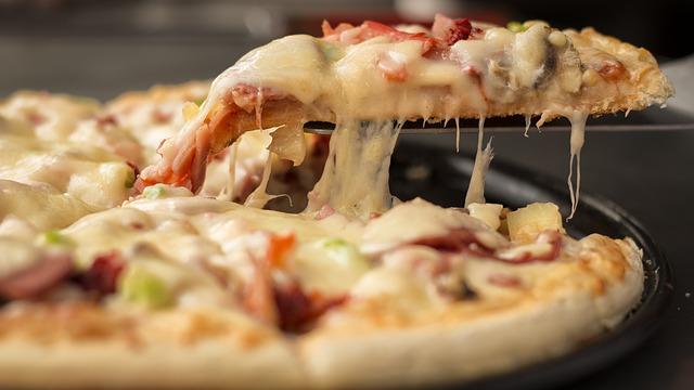 jak odgrzewać pizzę na patelni