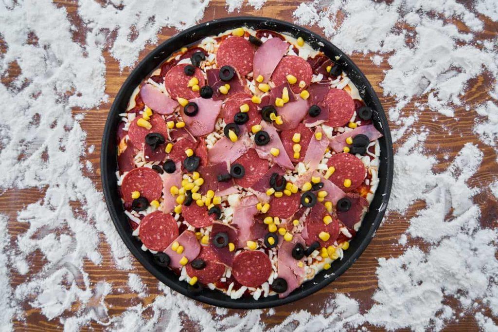 Samodzielnie skomponowana pizza kompozycja własna z dowozem do domu