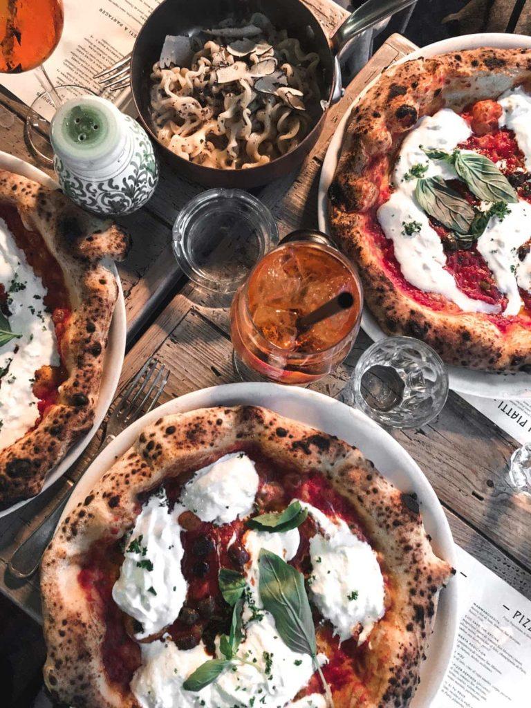 Pizza na śniadanie vs miska płatków śniadaniowych - co wybrać?