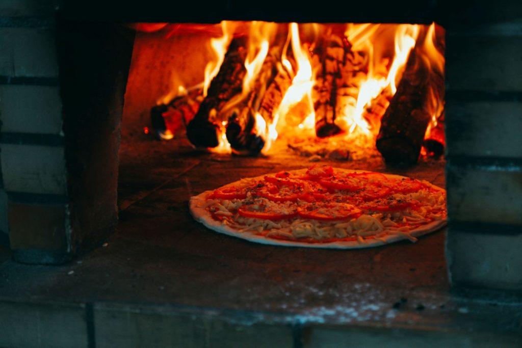 Dlaczego warto zamawiać pizzę przez internet