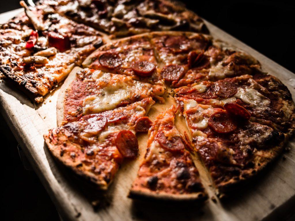 Jakie połączenia smaków wybrać do pizzy pół na pół