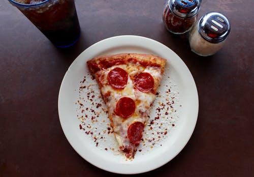 Jakie dodatki do pizzy zamówić zimą